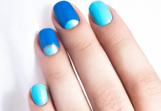 Color blue nail art.