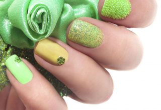 The little green gem sets this nail art off nicely.