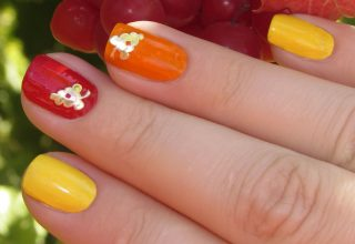 Find a grape motif on two of the nails.