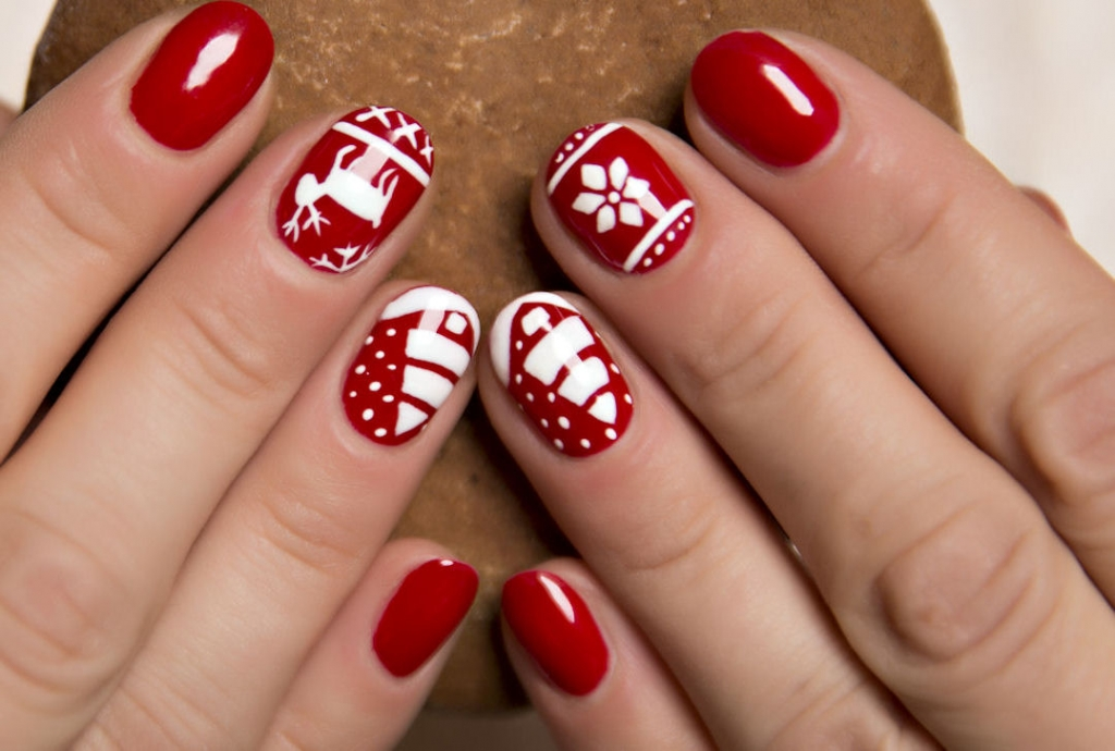 Christmas Nails Of White Reindeer And Trees On Red Base Coat