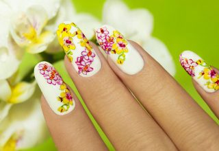 Pink and yellow nails for summer.